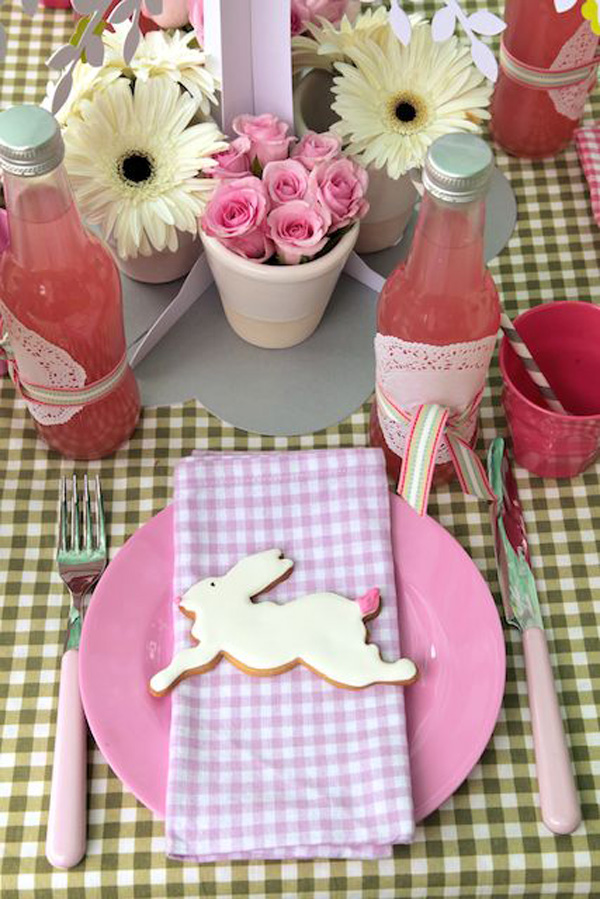 Vintage easter party inspiration diy party ideas partyideasforkids - Decoration paques table ...
